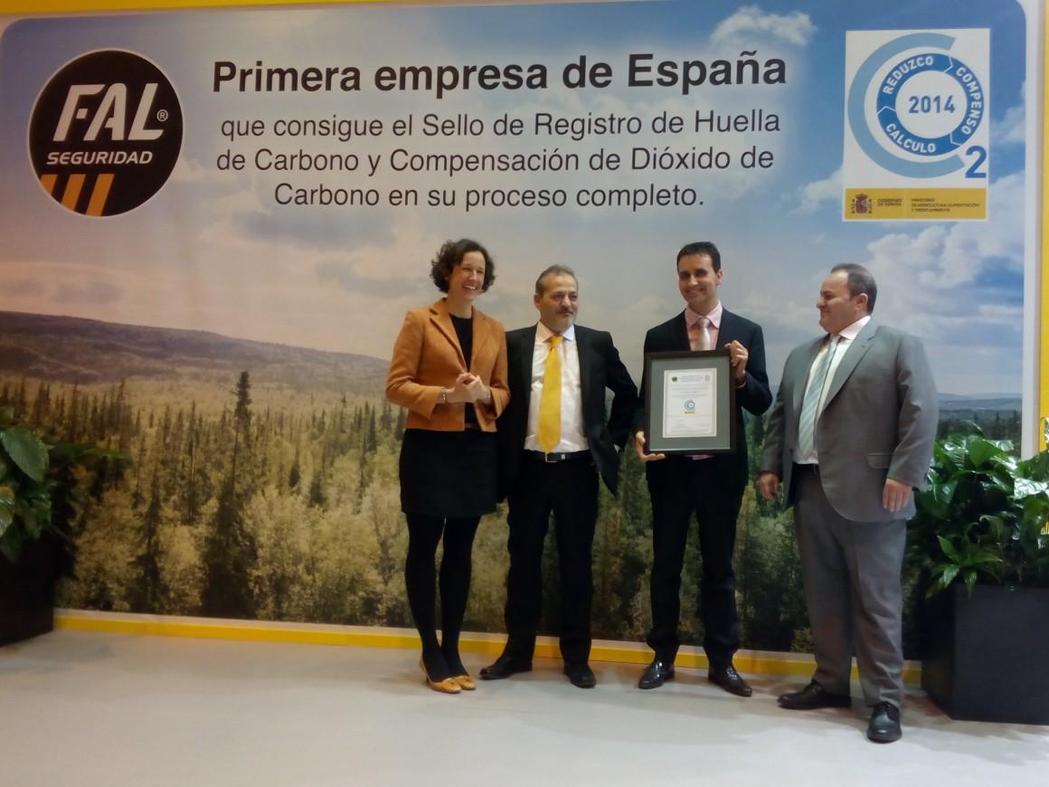 El Ministerio de Agricultura, Alimentación y Medio Ambiente entrega a FAL Calzados de Seguridad el primer sello que acredita el cálculo, reducción y compensación de la huella de carbono