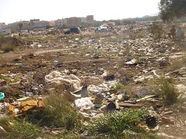 Guelaya critica que la basura en Beni Enzar solo se haya cambiado de sitio