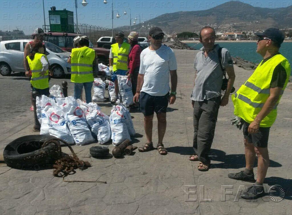 Retiran más de 40 bolsas de basura de vidrios y plásticos en el Dique Sur