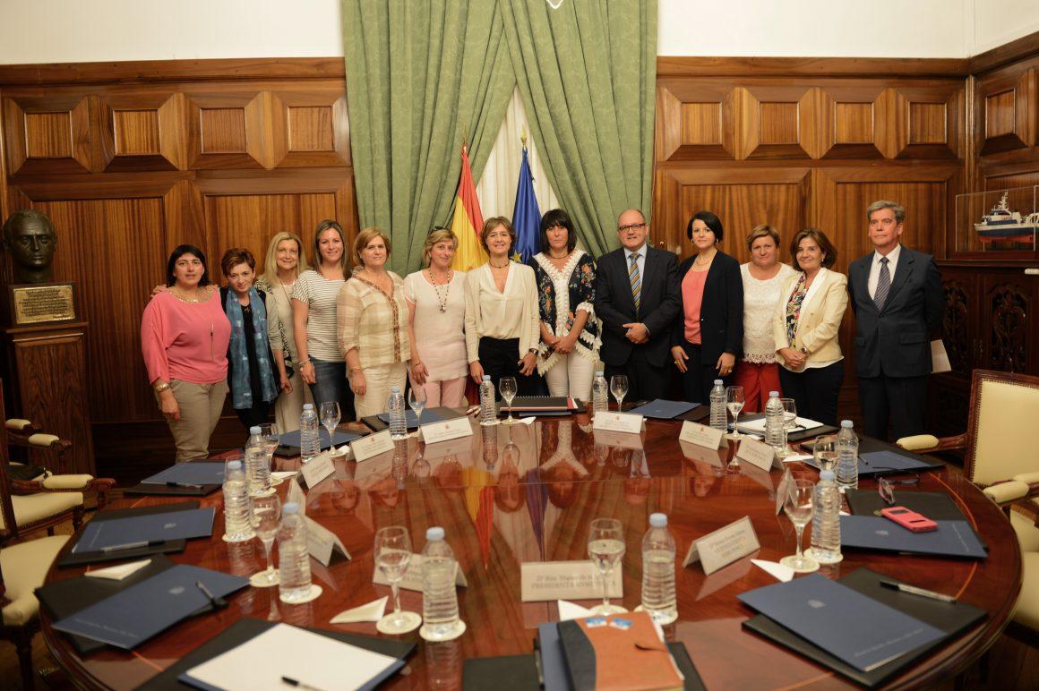 García Tejerina subraya el valor de la Asociación Nacional de Mujeres de la Pesca para dar voz y visibilidad a las trabajadoras de este sector