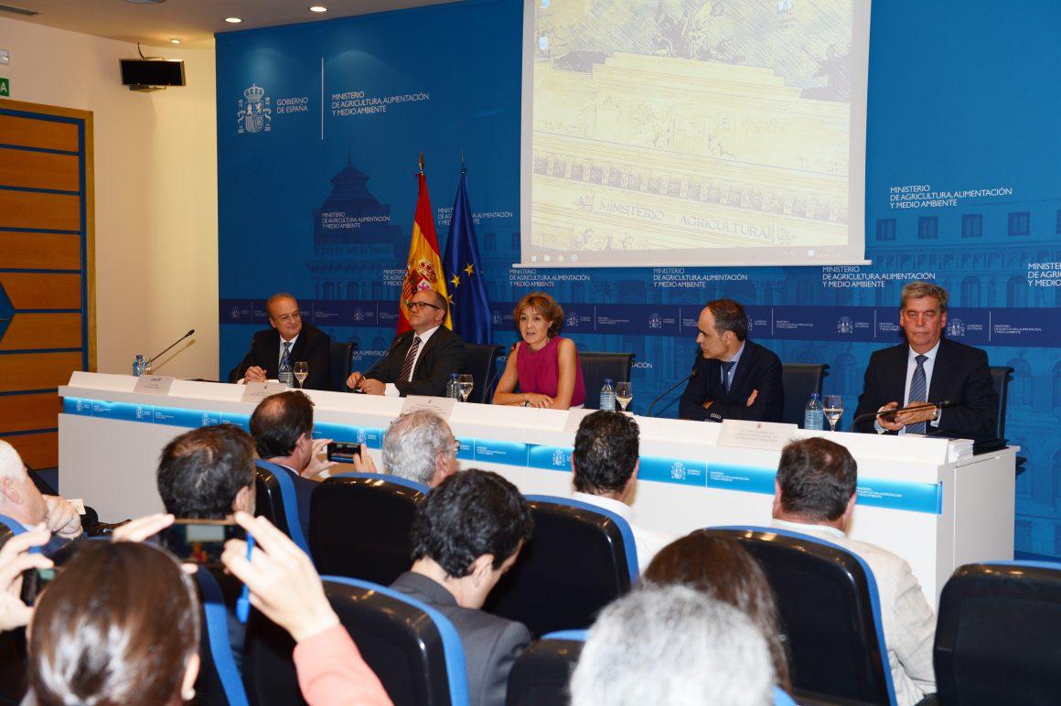 García Tejerina resalta la labor desarrollada por el sector para impulsar una Norma que refleja los altos estándares de responsabilidad, cumplimiento y control de la flota atunera española