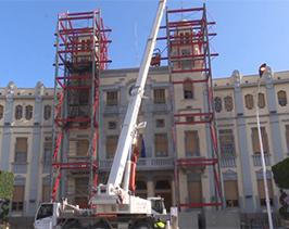 Medio Ambiente comienza a desmontar las estructuras de los torreones del Palacio de la Asamblea tras su reparación