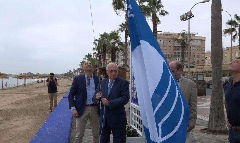 Las playas de Melilla lucen desde hoy la Bandera Azul