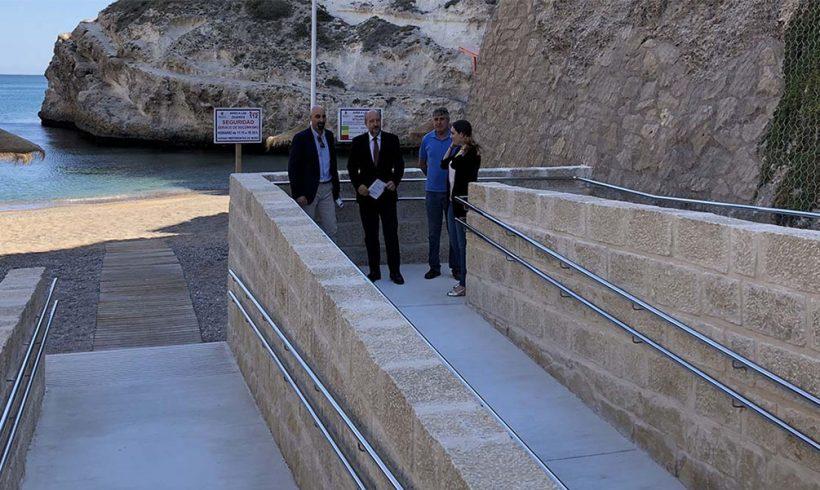 Abre al baño la Ensenada de Galápagos con una nueva rampa de acceso