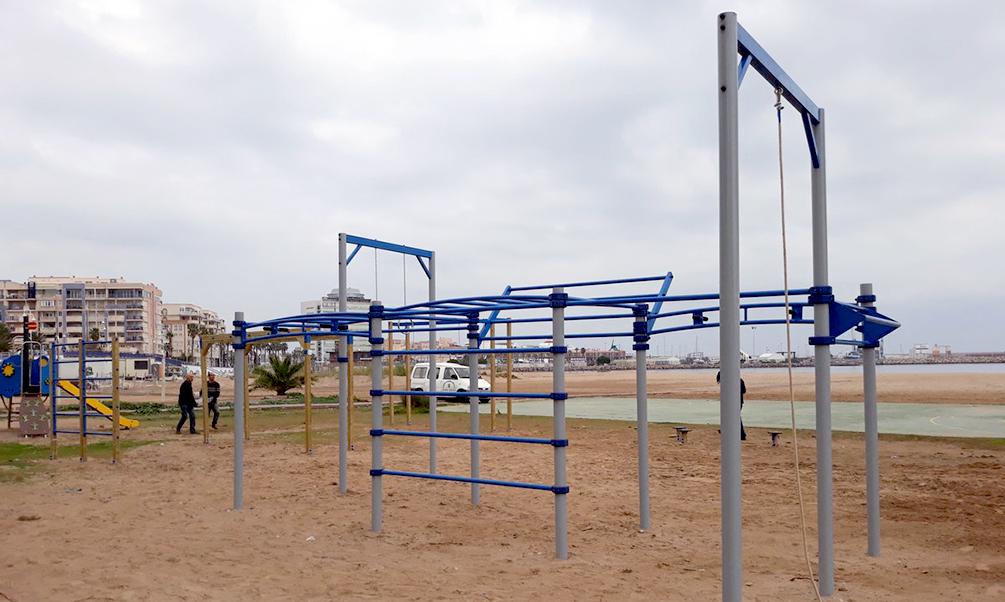 Medio Ambiente culmina la renovación del parque biosaludable de la Playa de Los Cárabos