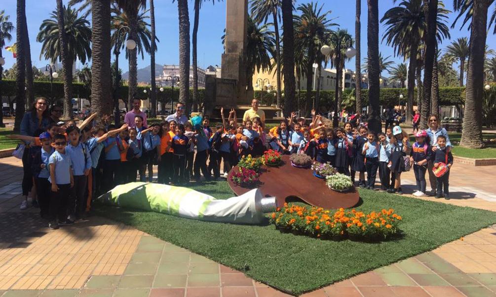 Cientos de escolares disfrutan del arranque de 'Melilla en Flor'