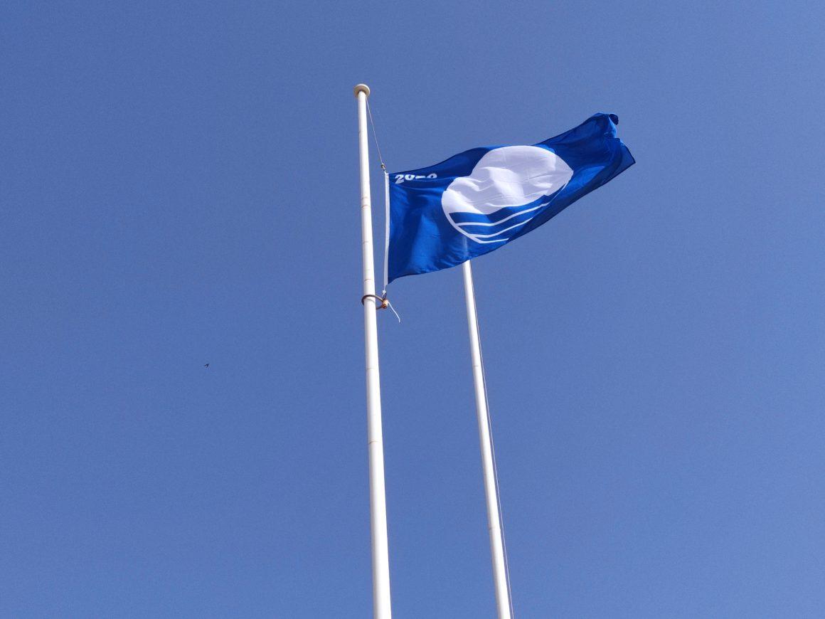 La Bandera Azul luce ya en las playas melillenses
