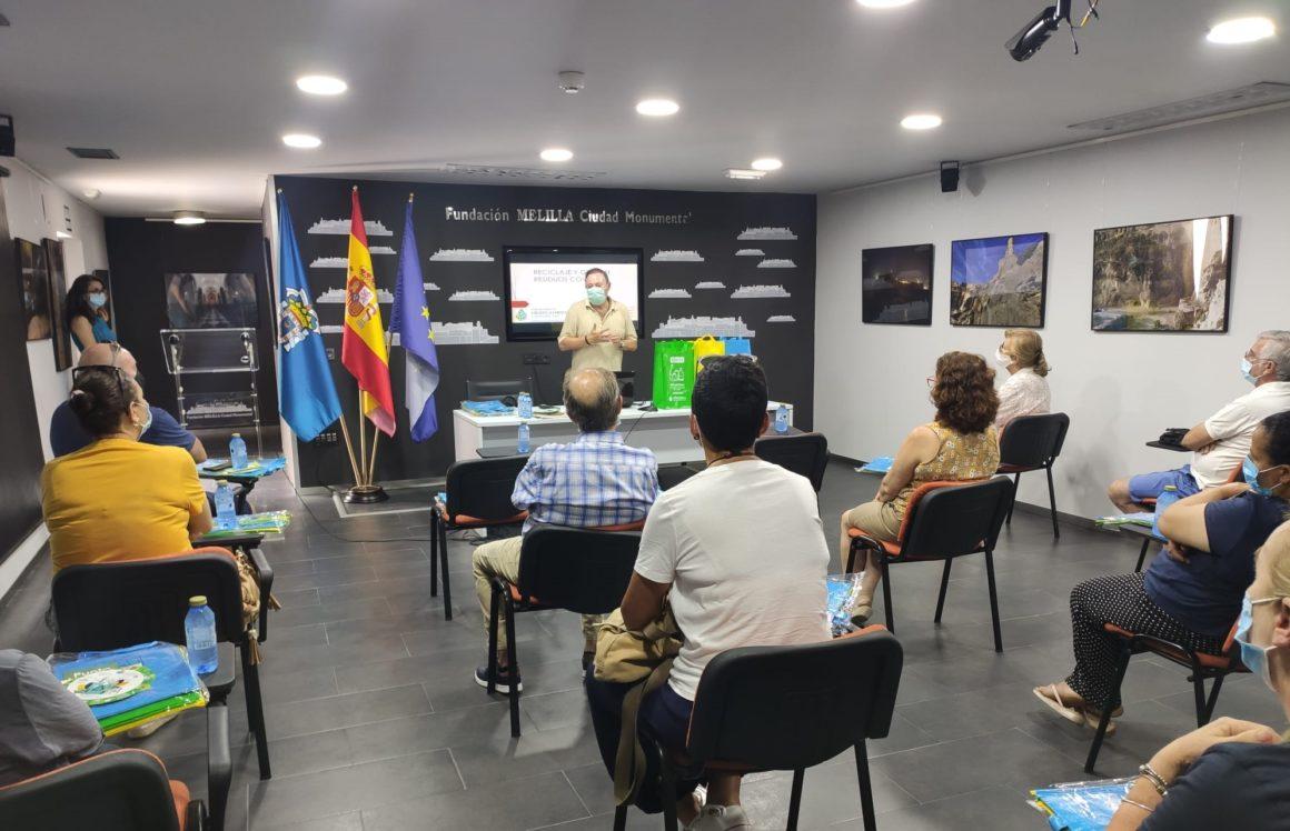 Nueva charla sobre reciclaje, en esta ocasión a la AA.VV. de Melilla la Vieja