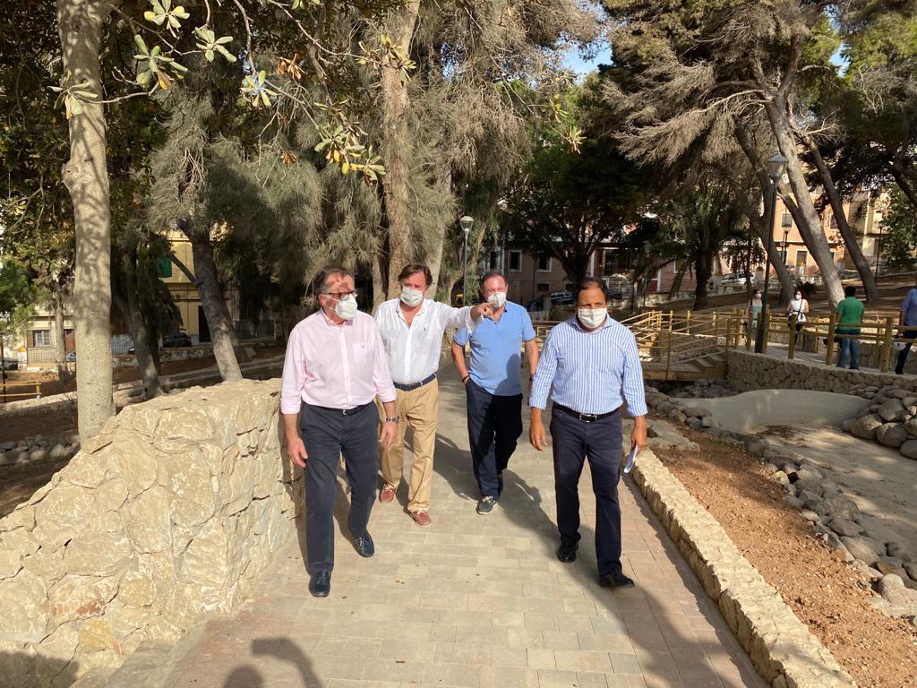 Comienzan las obras para reparar el foso y el acceso al Parque Cándido Lobera desde la Plaza de la Aviación