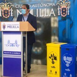La Consejería de Medio Ambiente y Sostenibilidad reparte 400 papeleras de recogida selectiva entre los centros docentes de la Ciudad